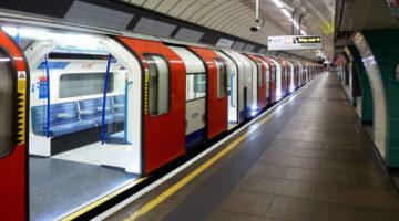 1280px-brixton_tube_station_-_victoria_line